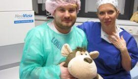 MUDr. Adriana Smorádková sa stala prvou slovenskou očnou chirurgičkou, ktorá implantuje keraringy pomocou femtosekundového laseru