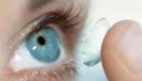 Kvôli kontaktným šošovkám prišla o oko
