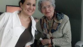 Anna Petrinová, 96.-ročná pacientka NeoVízie:  Aktívne sa venuje foteniu a sleduje spoločenské politické dianie