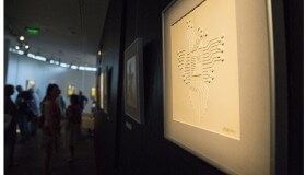 Výstava Svetlo v tme: obrazy, ktorých sa môžete dotýkať