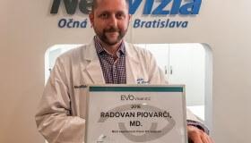 Primár NeoVízie MUDr. Piovarči vykonáva najviac implantácii ICL v Čechách a na Slovensku