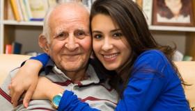 Operácia sivého zákalu je u seniorov prevenciou demencie aj zlomením