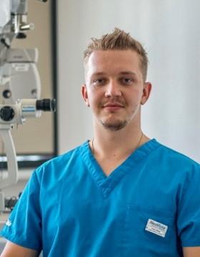 Adam Rišian - Očná klinika NeoVízia