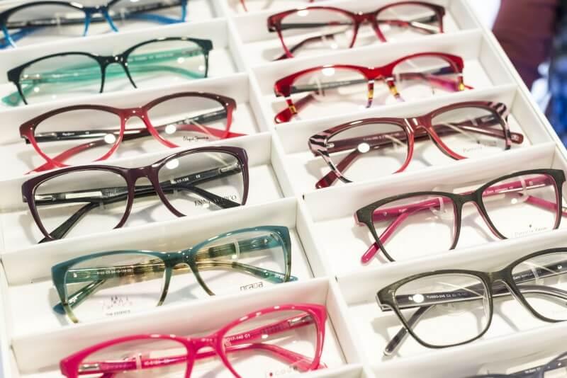 ... dioptrických a slnečných okuliarov značiek ako napr. Carolina Herrera 814c3662c8b